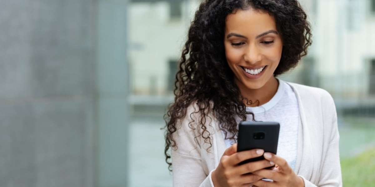 Inbound vs outbound SMS: What every contact center manager should know